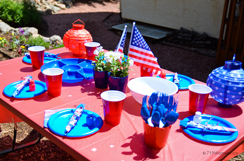 Cheap and fun memorial day table setting ideas 719woman for Cheap table setting ideas